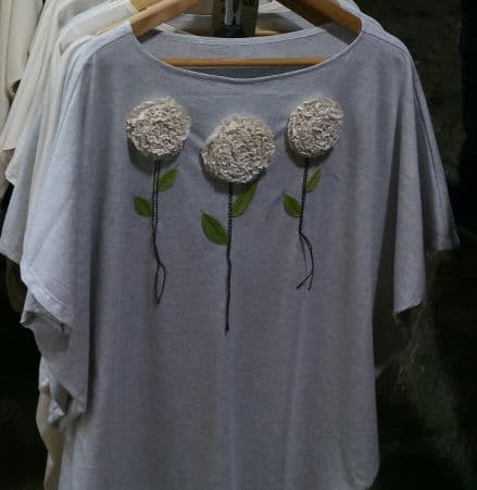 Hand stitched '3x flower' on grey top - free size