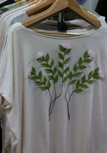 Hand stitched '5x pink flower' on grey top - free size