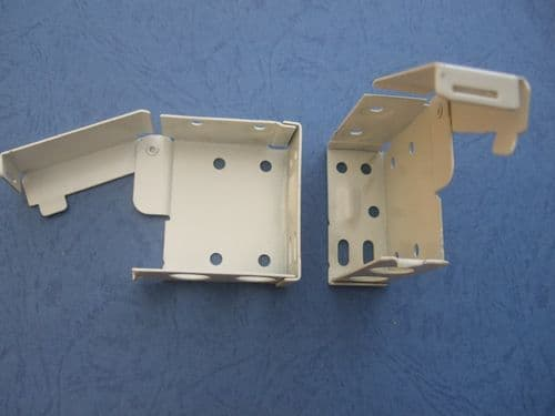 1 X PAIR OF LARGE VENETIAN BLIND  BOX BRACKETS FOR 58MM X 53MM TOP BOX